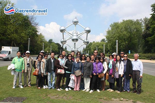 hanh-khach-du-lich-chau-au-vietrend-travel-2