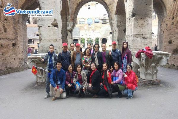 hanh-khach-du-lich-chau-au-vietrend-travel-4