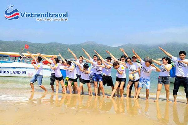 khach-hang-du-lich-quy-nhon-phu-yen-vietrend-travel-1