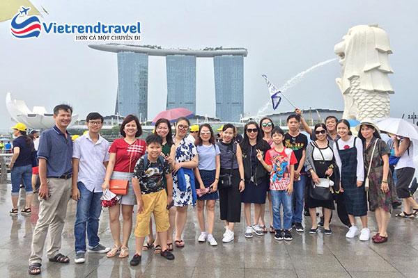 hinh-anh-khach-du-lich-cua-vietrend-travel-tai-singapore-vietrend-travel