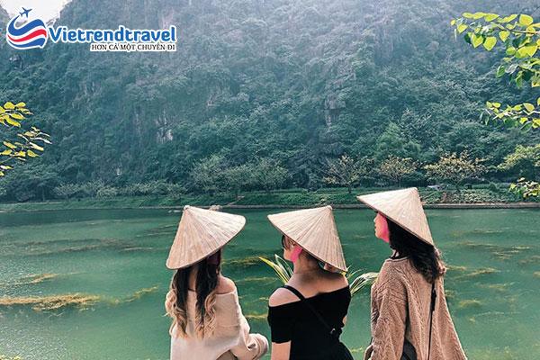 hinh-anh-khach-du-lich-cua-vietrend-travel-tai-ninh-binh1