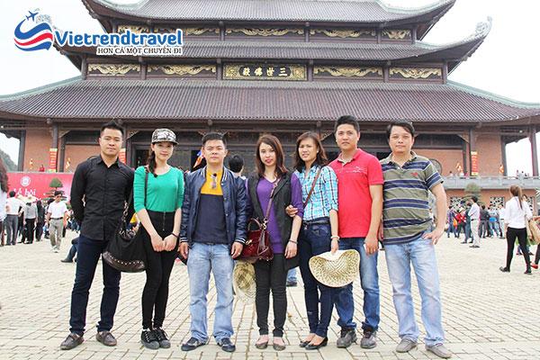 hinh-anh-khach-du-lich-cua-vietrend-travel-tai-ninh-binh4