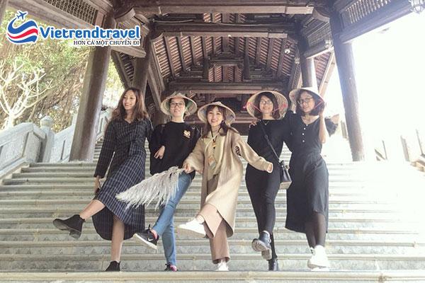 hinh-anh-khach-du-lich-cua-vietrend-travel-tai-ninh-binh5